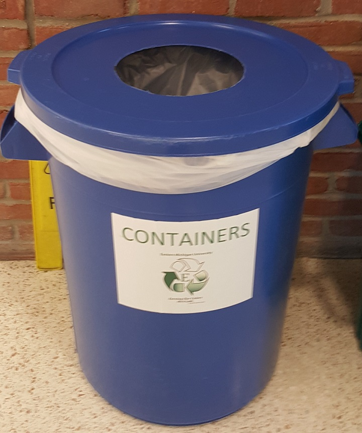 A picture of a containers recycling bin on campus